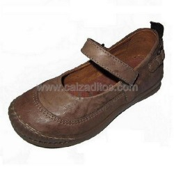 Zapatos de piel envejecida de color camel de Freesby