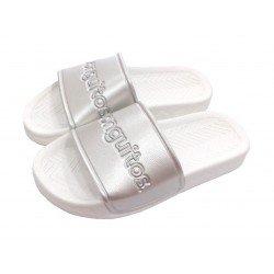 Sandalias de goma para niña en color plata metalizado, de Conguitos