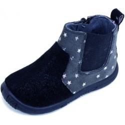 Botines de piel serraje con estampado de estrellas, de Zapy