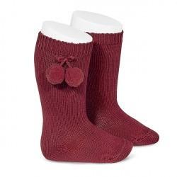 Calcetines altos LISOS de algodón granate cálido con borlas, de Cóndor