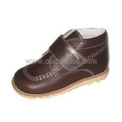 Botas halley de piel marrón, de Andanines (P). Tipo Kickers