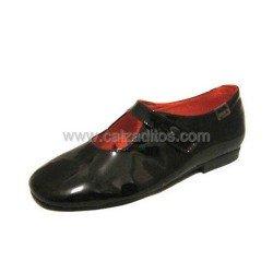 Zapatos marrón chocolate de charol y piel de Gux's Baby