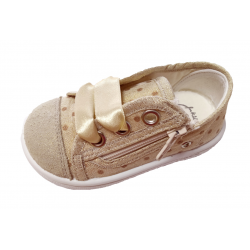 Zapatillas para niña tipo basket con puntera metalizada y lazos de raso de Zapy