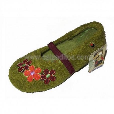 Zapatillas de estar en casa en color verde pistacho para niña de Victoria