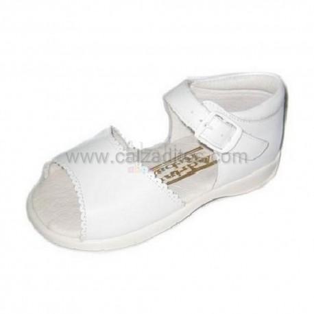 Sandalias de piel blancas, de Adriana Rebato para Chachelines