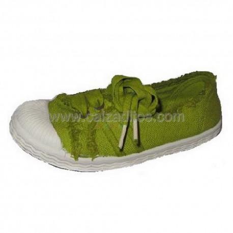 Zapatillas de lona efecto lavado en verde pistacho de Kaid & Izo