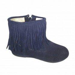 Botas bajas de piel serraje azul marino con flecos, de Batilas