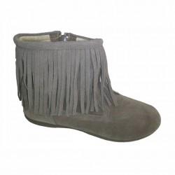 Botas bajas de piel serraje taupe con flecos, de Batilas