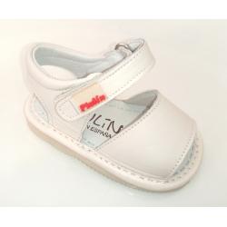 Sandalias para bebé en piel de color beig, de Gateaflex de Piulín
