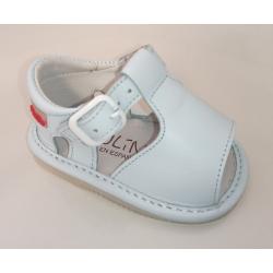Sandalias para bebé en piel de color azul celeste, de Gateaflex de Piulín