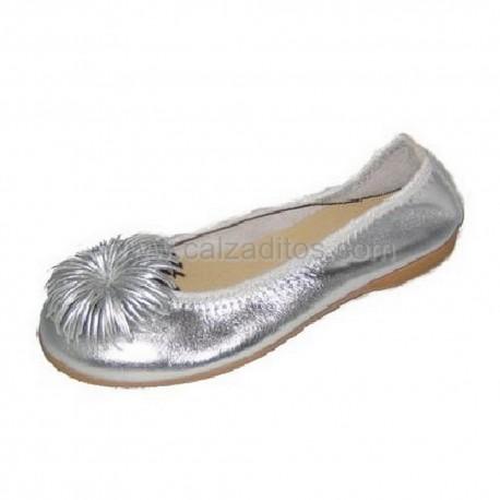 Bailarinas plata todo piel con pompón, de Andanines