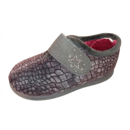 Zapatillas para estar en casa grises con estampado y velcro, de Zapy