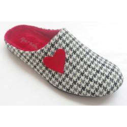 Zapatillas de estar en casa cuadro vichí de la marca Garzón