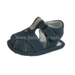 Sandalias de bebé en tonos vaqueros, de Rodelca