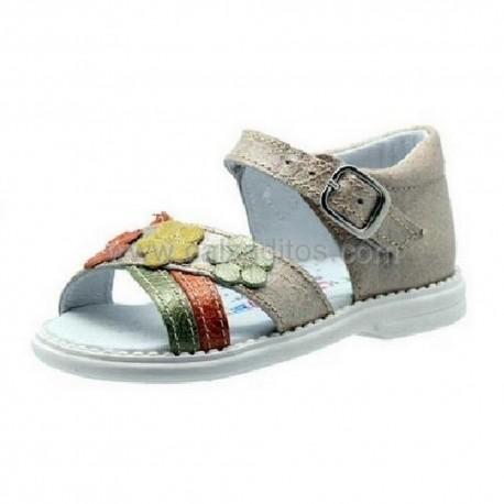 Sandalias de piel beige y tiras de colores, de Andanines
