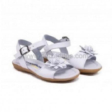 Sandalias de piel blanca con flor, de Conguitos