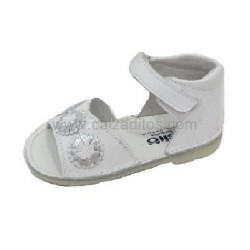 Sandalias de bebé niña en piel blanca, de Osito by Conguitos