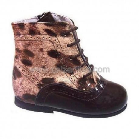 Botas pascualas de charol en tonos marrones, de Tinny Shoes