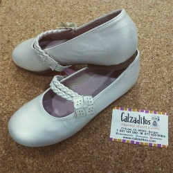 Zapatos de Comunión o ceremonia para niña en beige nacarado