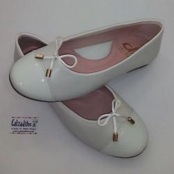 Bailarinas de piel beige tipo Chanel, de D'Bebé Alta Colección