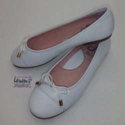 Bailarinas de piel blanca tipo Chanel, de D'Bebé Alta Colección