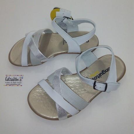 Sandalias de piel blancas para niña con hebilla, de Conguitos