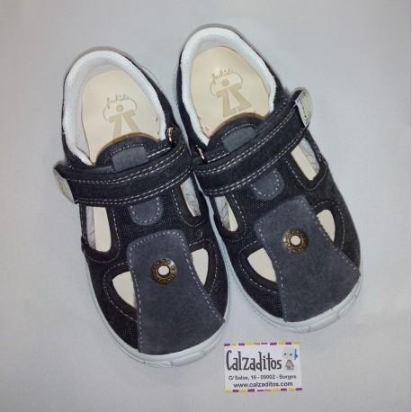 Sandalias de textil gris oscuro acolchadas con velcro, de Zapy for kids