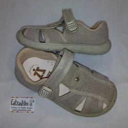 Sandalias de dos tiras en textil de color taupé acolchadas con velcro, de Zapy for kids