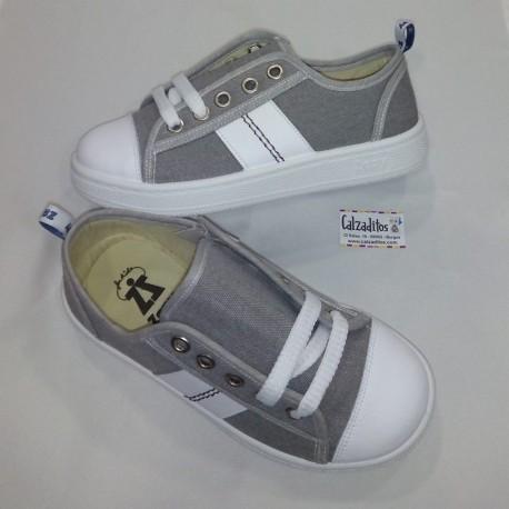 Zapatillas de lona gris con puntera y cordones, de Zapy for kids