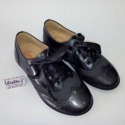 Zapatos blucher para niña o mujer de piel charol gris, de Andanines