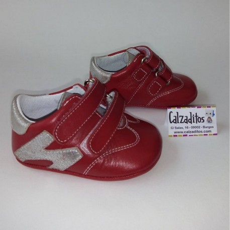 3eaf04b5a Deportivas rojas de piel sin suela para bebé