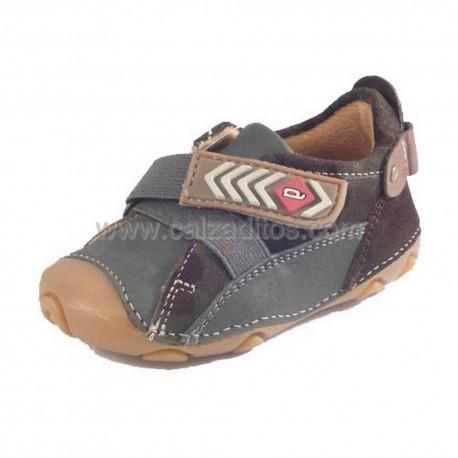 Zapatos marrones de niño de Garvalín