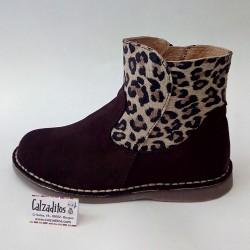 Botines de piel serraje en marrón chocolate con estampado de leopardo, de Sirulin
