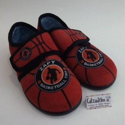 Zapatillas para estar en casa naranjas de basket con velcro, de Zapy