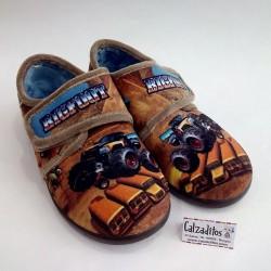 Zapatillas para estar en casa marrones de bigfoot con velcro, de Zapy
