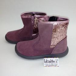 Botas para niña de media caña en piel serraje de color vino, de Zapy