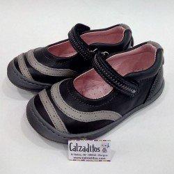 Merceditas piel en negro y gris con velcro, de Nens