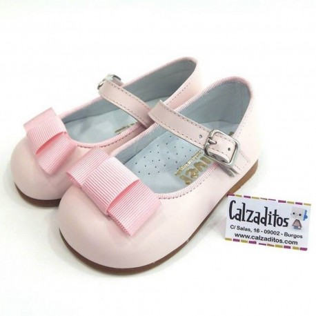 Merceditas de piel rosa bebé con lazada, de Gulliver