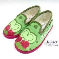 Zapatillas para estar en casa de textil aterciopelado verde, de Pelines