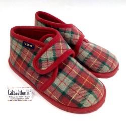 Botitas zapatillas para estar en casa de textil rojo, de Pelines