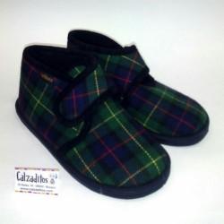 Botitas zapatillas para estar en casa de cuadros, de Pelines
