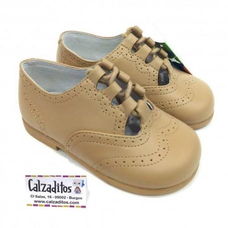 2f3bf0097d31 Zapatos unisex tipo inglesitos sin lengüeta en piel reno (camel), de D'Bebé