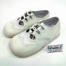 Zapatos unisex tipo inglesitos sin lengüeta en piel charol beige, de D?Bebé