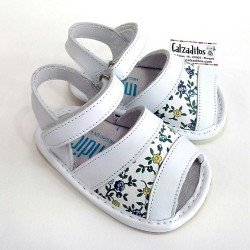 Sandalias de piel napa blanca para niña con velcro, de Patucos Índice