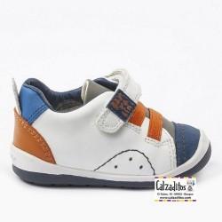 Zapatos para niño en estilo casual en piel blanca, de Garvalín