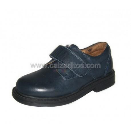 Zapatos de piel azul marino para niño, de Beto One