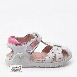 Sandalias para niña en piel blanca combinada con fucsia, de Garvalín Bioevolution