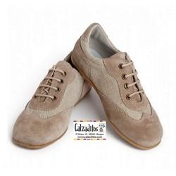 Zapatos tipo blucher de color taupe combinado ante y lino, de Landos